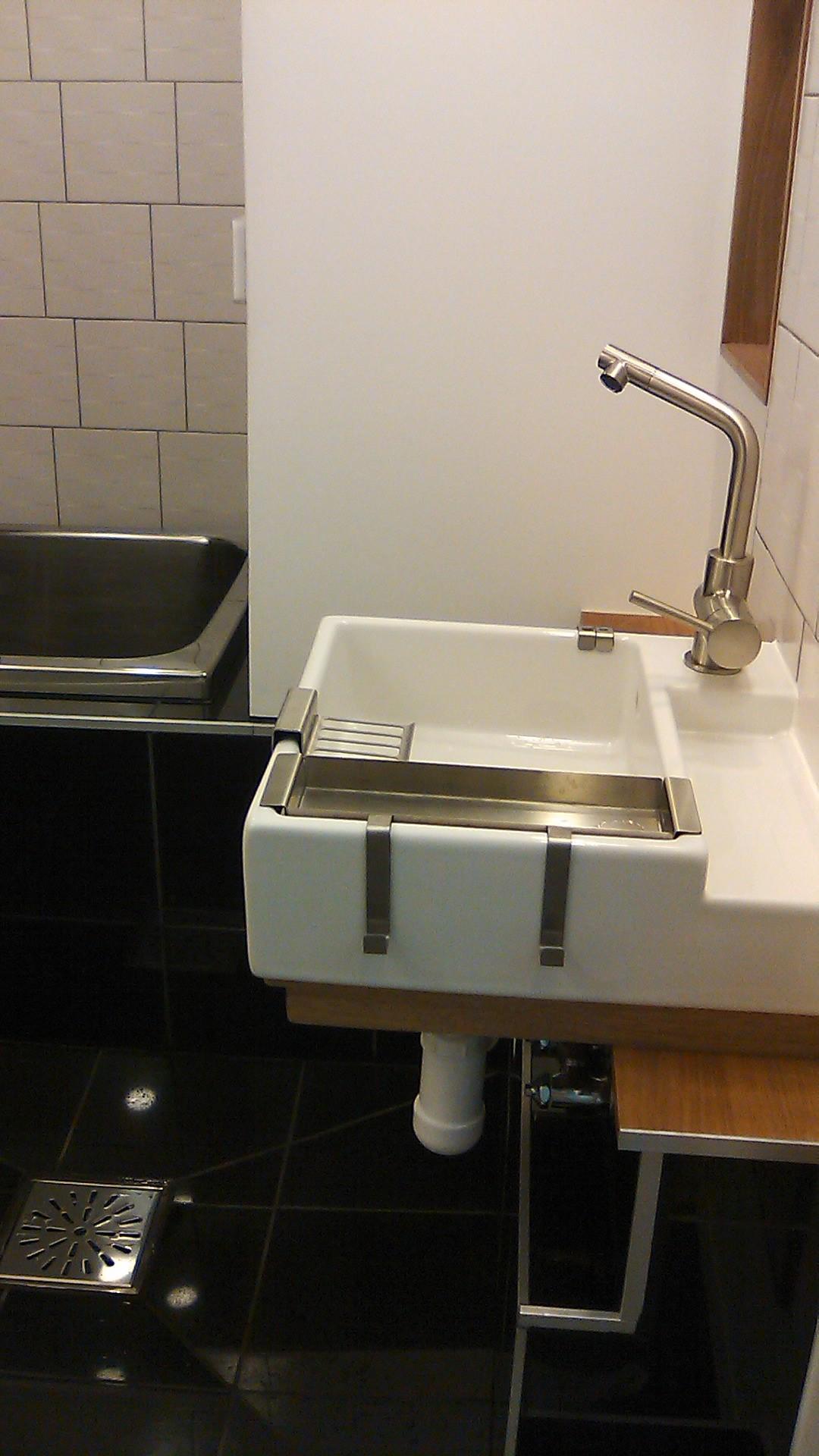Small bathroom japan steel fittings